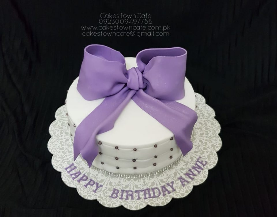 Bow Cake 10